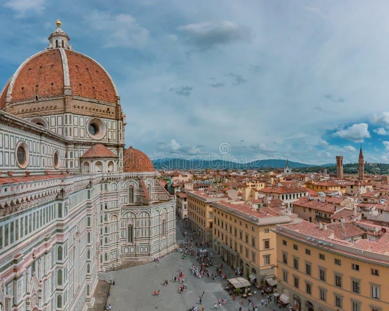 Florence Cathedral och staden av Florence, Italien beskådade från G arkivbilder