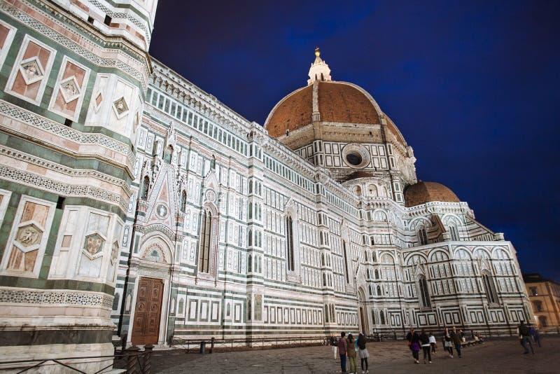 Florence Cathedral på natten arkivfoto