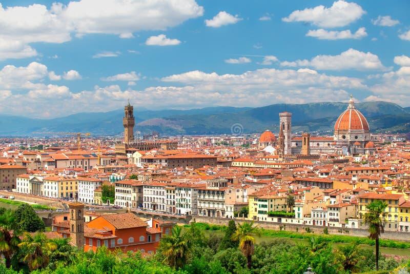 Florence cityscape på en solig dag Historisk Florence stadsmitt royaltyfria foton