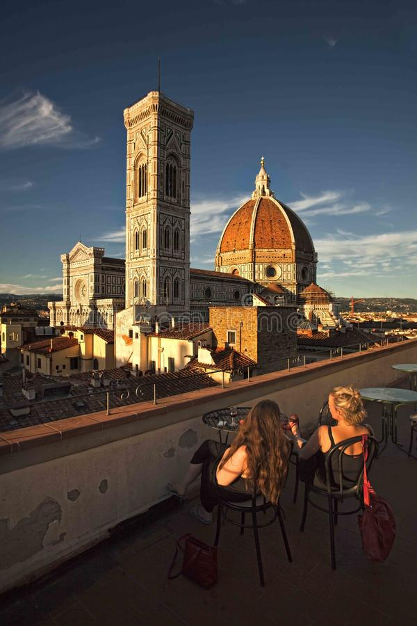 Florence doumosikt från balkongen arkivbilder