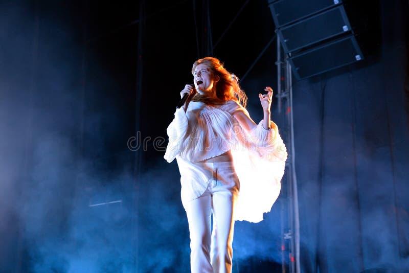Florence en de Machine (pop band) in overleg bij FIB Festival stock fotografie