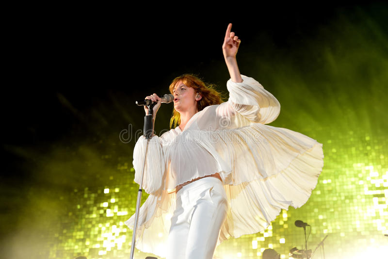 Florence en de Machine pop band in overleg bij FIB Festival stock foto