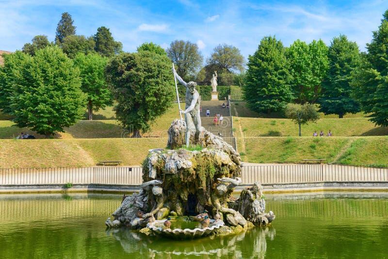 FLORENCE, ITALIË - Juni, 2017: De Fontein van Neptunus in de Boboli-Tuinen in Florence stock foto