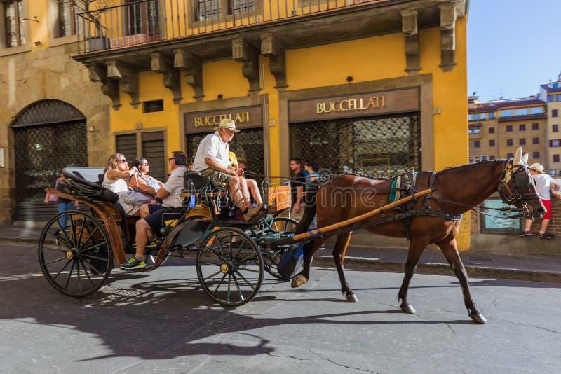 FLORENCE ITALIE - 14 AOÛT 2016 : Chariot de cheval dans la vieille ville sur Ausust 14, 2016 en Florence Italy image libre de droits