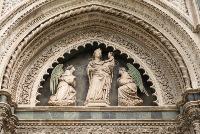 Florence Italien - 24 April, 2018: detalj av garnering av Cattedrale di Santa Maria del Fiore arkivfoto