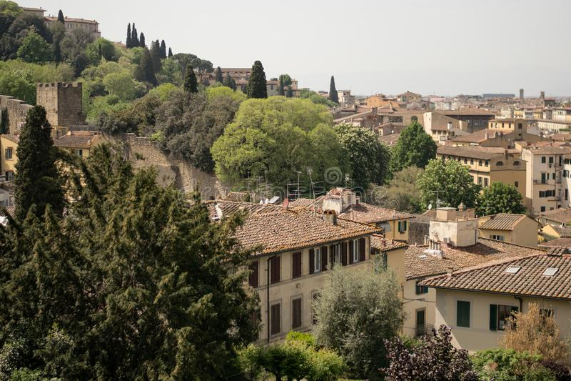 Florence Italien - 24 April, 2018: sikt på taken av Florence royaltyfri fotografi