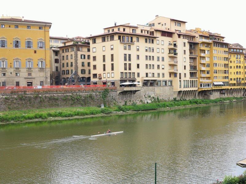 14 06 Florence 2017 Italien: Härlig panoramautsikt av Arnen arkivbild
