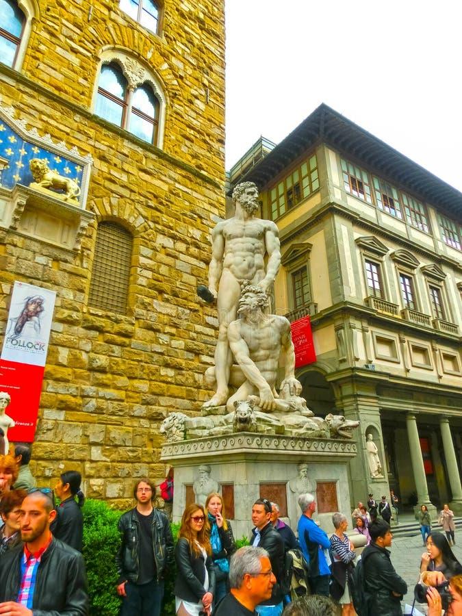 Florence Italien - Maj 01, 2014: Hercules och Cacus staty på piazzadellaen Signoria I Florence på Italien royaltyfri foto