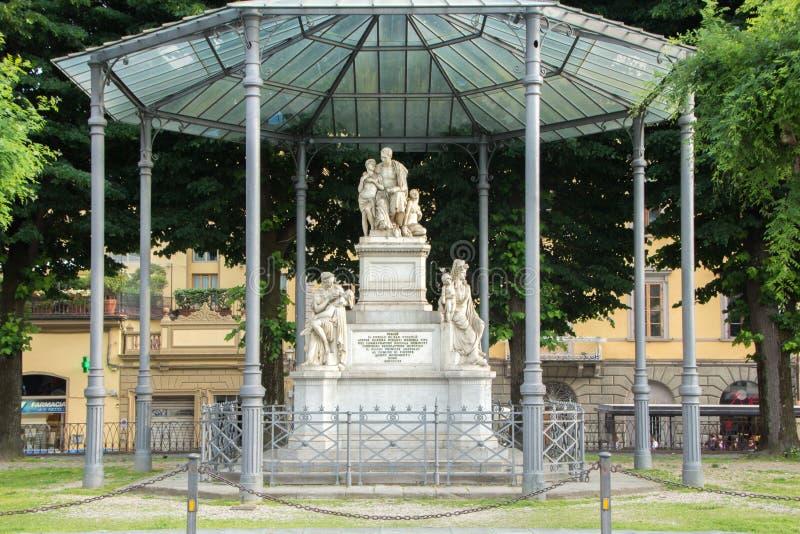 Florence Italien - Maj 25, 2018: Monumentet till Nicola Demidoff Nikolai Nikitich Demidov lokaliserade till piazza Demidoff i Flo arkivfoton