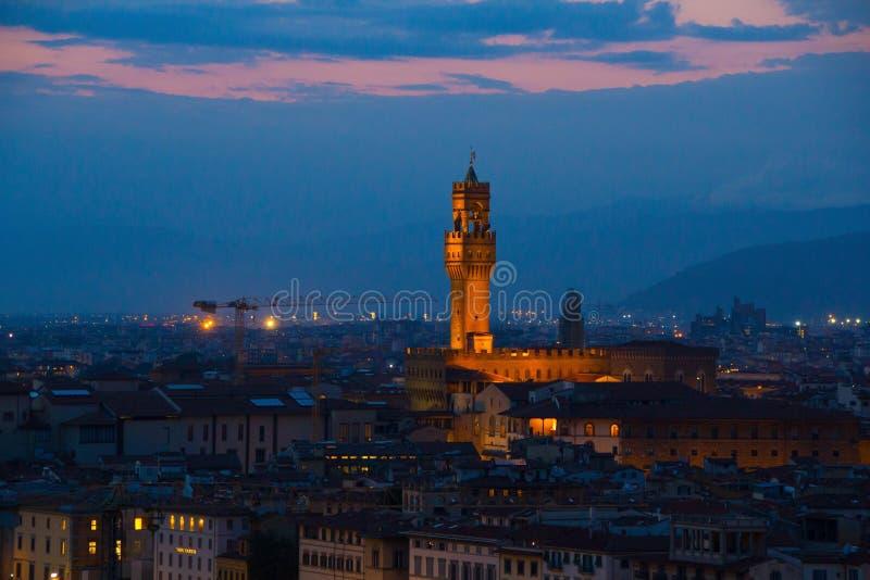 Florence Italien - September 08, 2017: Arnolfo torn av Palazzo Vecchio på piazzadellaen Signoria arkivbild