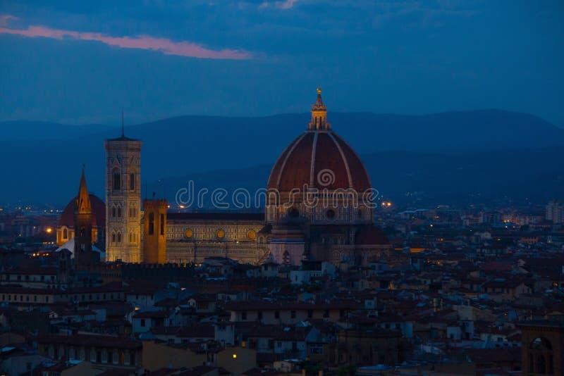 Florence Italien - September 08, 2017: Domkyrka av Santa Maria del Fiore Duomo på natten arkivbild