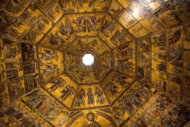 Florence Italien - September 08, 2017: Guld- tak av Florence Baptistery av San Giovanni royaltyfri foto