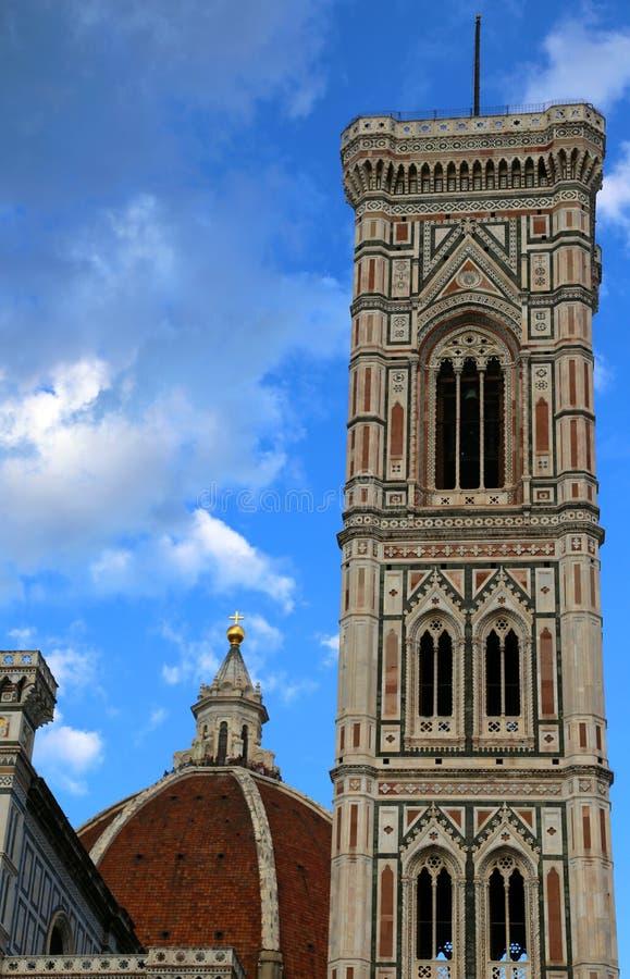 FLORENCE Italy forntida klockatorn vid Giotto en italiensk konstnär fotografering för bildbyråer