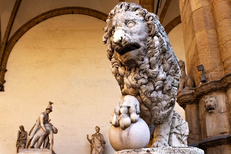 Florence Lion Statue i piazzadellaen Signoria Staty av Flaminio Vacca 1600 royaltyfri bild