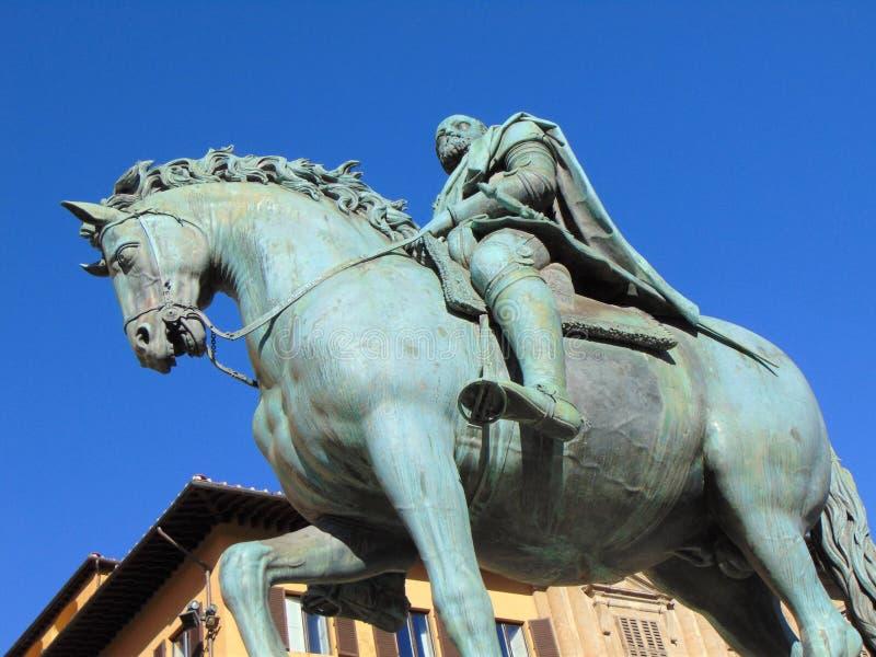 Florence Tuscany Italy brons monumentet av den Cosimo de 'Medici statyn på piazzadellaen Signoria royaltyfria foton