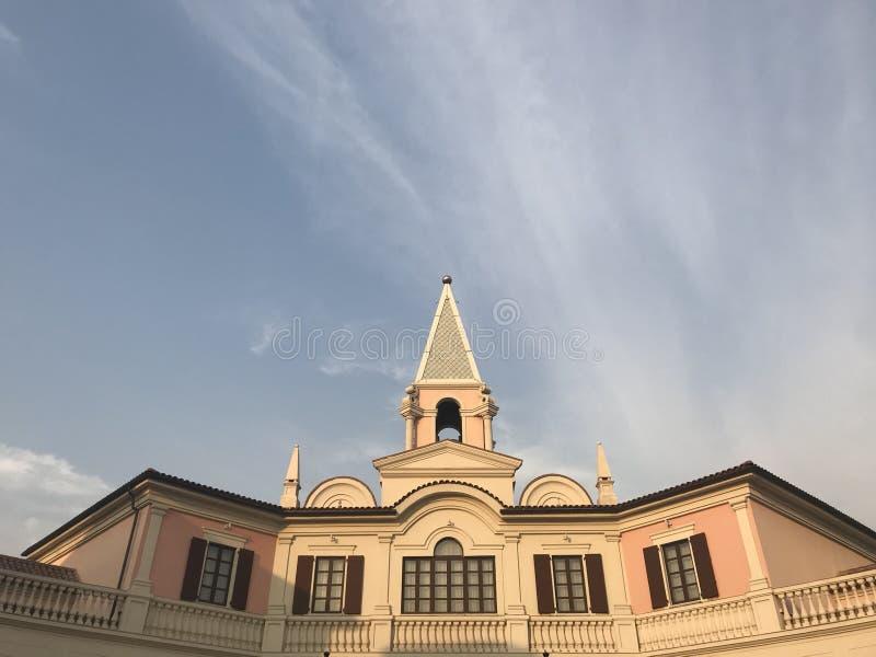 Florence Village: Het winkelen Italiaanse Stijl in Tianjinï ¼ ŒChina stock afbeelding