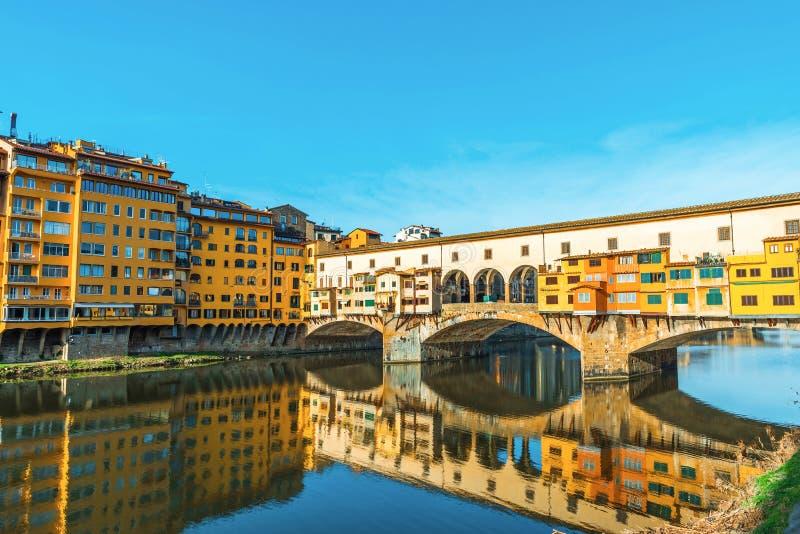florence W?ochy Sławny punkt zwrotny średniowieczny bridżowy Ponte Vecchio w ranku zdjęcie stock