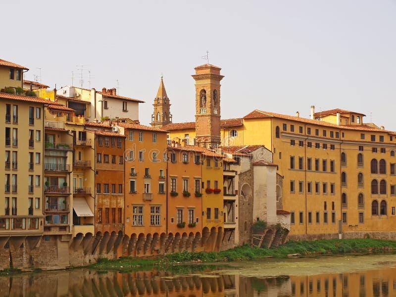 Florencia. Casas a lo largo del río Arno fotografía de archivo libre de regalías