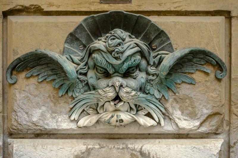 Florencia, Italia - 23 de abril de 2018: decoración de la fuente en Palazzo Pitti fotografía de archivo