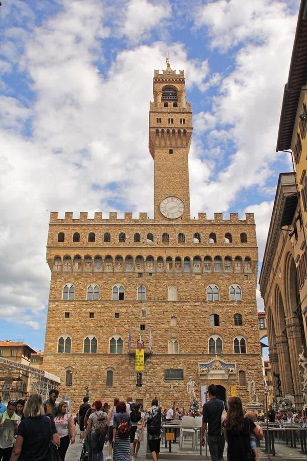 Florencia, Italia - septiembre 03,2017: Cuadrado hermoso de Della Signoria de la plaza en el cielo azul y la nube imagen de archivo libre de regalías