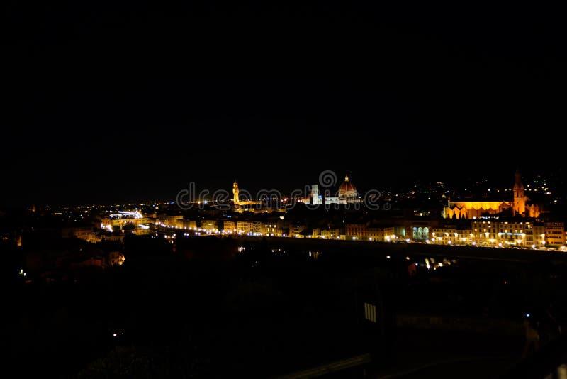 Florencia por noche fotos de archivo