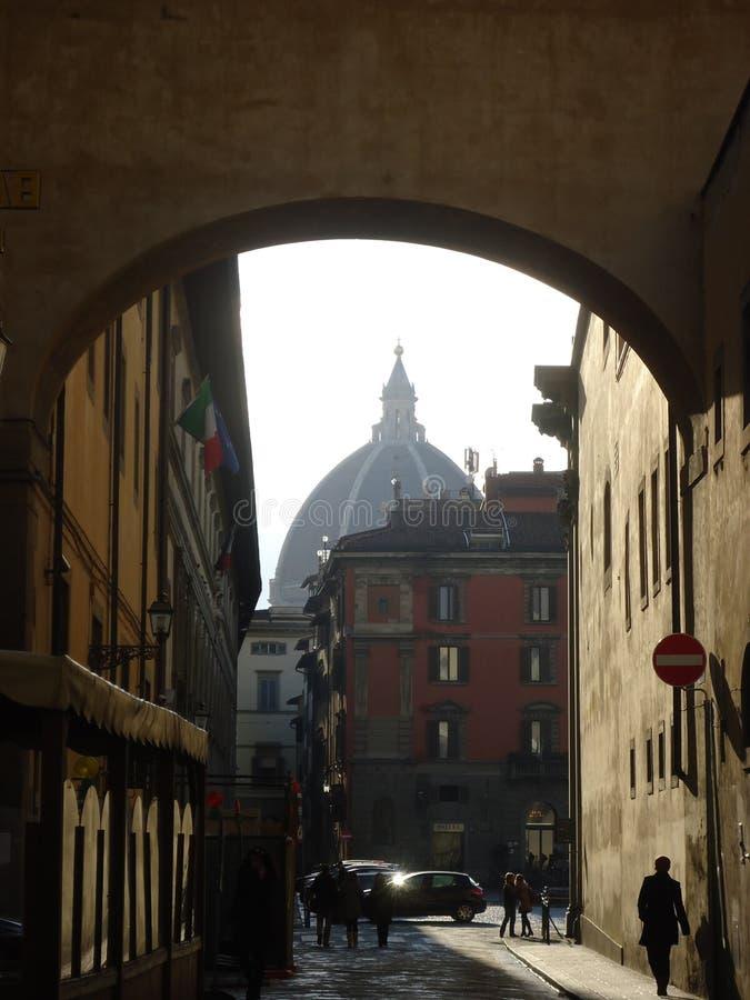 Florencja kopuła w łuku fotografia stock