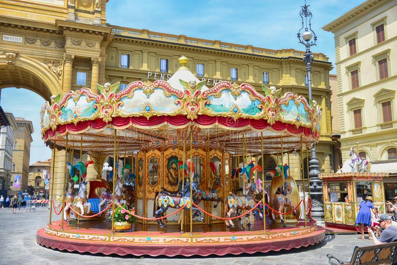FLORENCJA WŁOCHY, Czerwiec, -, 2017: Carousel przy piazza della Repubblica w Florencja obraz stock