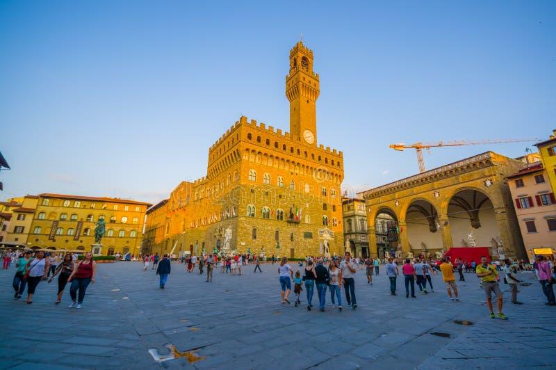 FLORENCJA WŁOCHY, CZERWIEC, - 12, 2015: Stary pałac Vecchio po środku kwadrata w Florencja lub Palazzo australia miasta zegaru sa obrazy stock