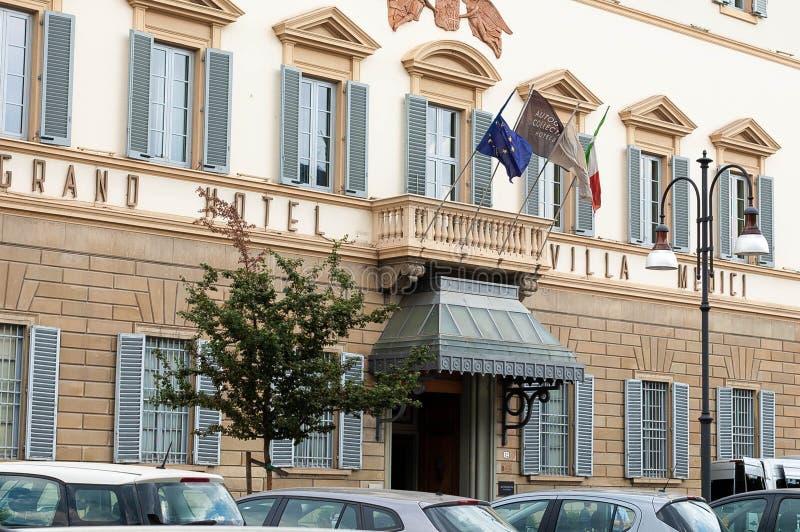 Florencja, Włochy - 13 2019 Lipiec: Powierzchowność luksusowa pięciogwiazdkowa Grand Hotel Siniec willa Medici Florencja G??wne w zdjęcia stock