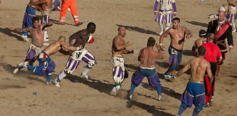 florentine modig kick för calciofiorentino arkivfoto