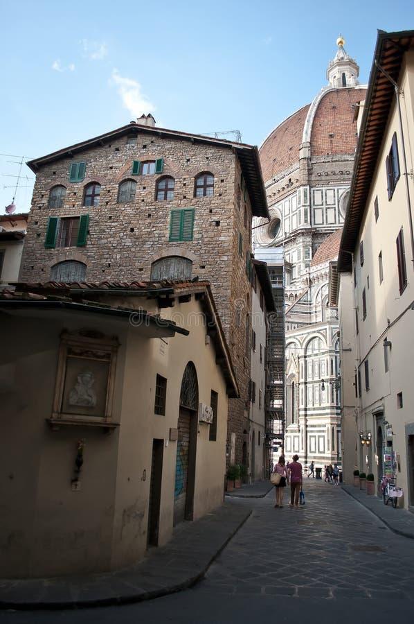Florentinische Straße zum Duomo lizenzfreies stockbild