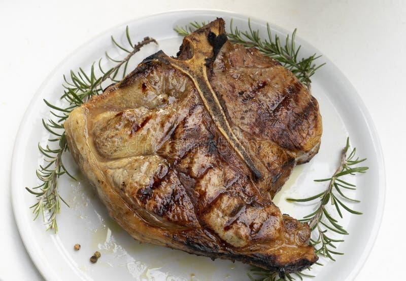 Florentinisches Steak auf dem Tisch lizenzfreie stockfotografie