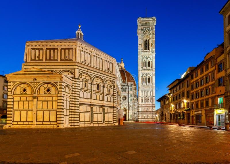 Florenz Baptistery nachts stockbild