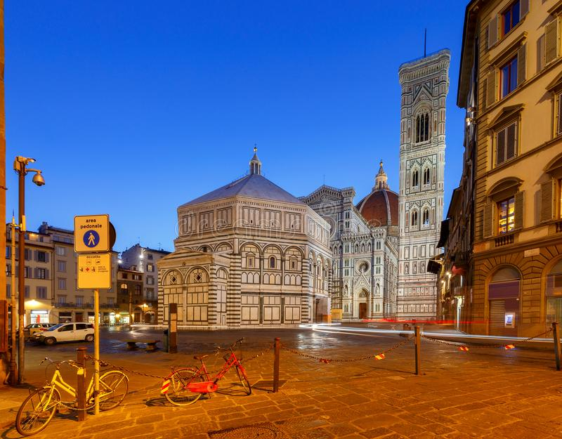 Florenz Baptistery nachts lizenzfreies stockbild