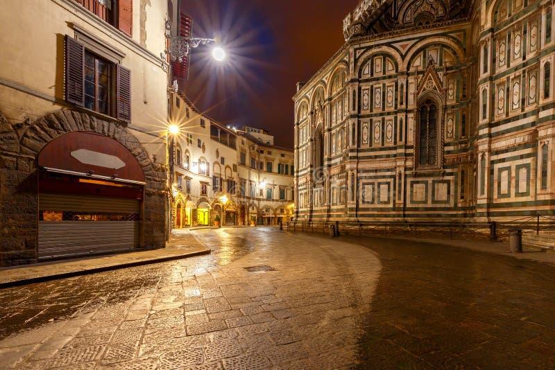 Florenz Gemütliche Häuser unter dem romantischen Meer der Sterne stockfotos