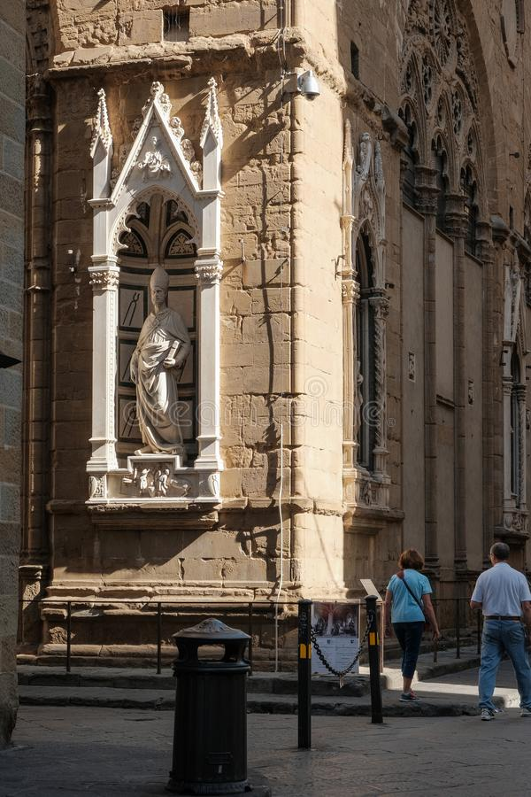 Florenz, Italien - 17. Oktober 2017 - Touristen, die entlang gehen stockfotos