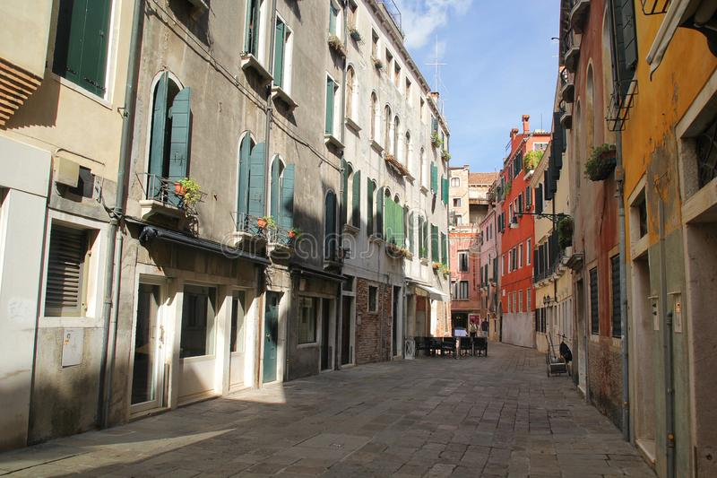 Florenz, Italien - September 03,2017: Sch?ne und bunte H?user an Venedig-Stadt mit blauem Himmel und Wolke lizenzfreies stockbild