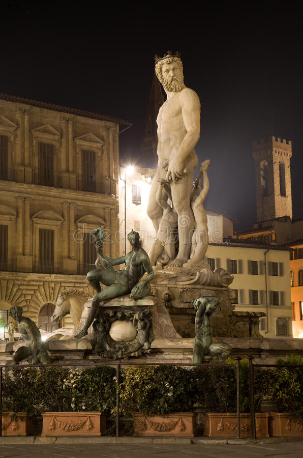 Florenz-- Neptun Brunnen stockfotos