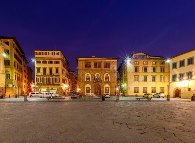 Florenz Quadrat des heiligen Kreuzes nachts lizenzfreies stockfoto
