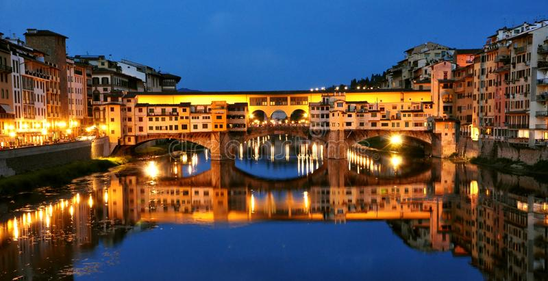 Florenz-Stadtlichter bis zum Nacht, Italien lizenzfreies stockbild
