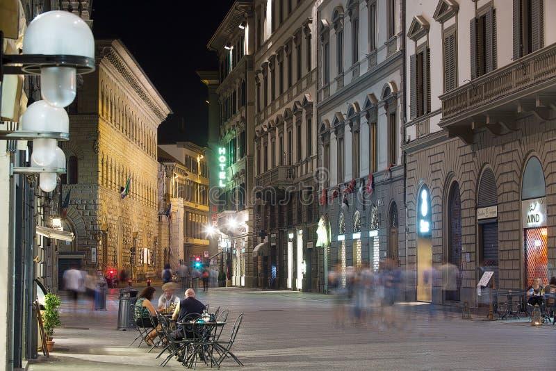 Florenz-Straßenbild nachts lizenzfreies stockfoto