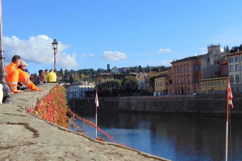 Florenz Toskana Italien Ansicht vom Damm Arno Rivers auf der Stadt an einem sonnigen Herbsttag stockfoto