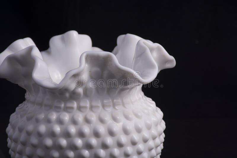 Florero blanco soplado de la mano imágenes de archivo libres de regalías