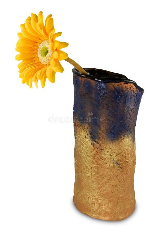 florero con la flor amarilla del gerbera fotografía de archivo libre de regalías
