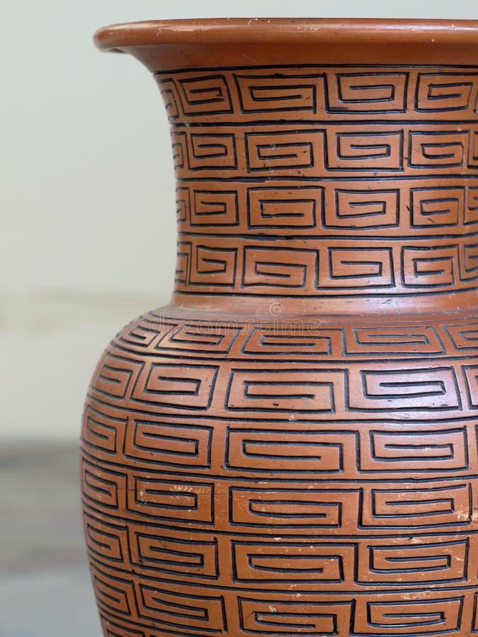 Florero de cerámica típico imágenes de archivo libres de regalías