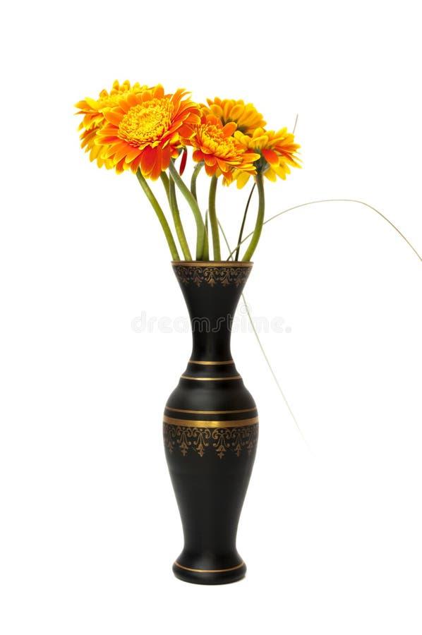Florero de flores anaranjadas foto de archivo libre de regalías