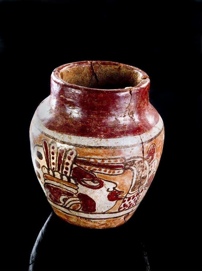 Florero maya precolombino del guerrero imagenes de archivo