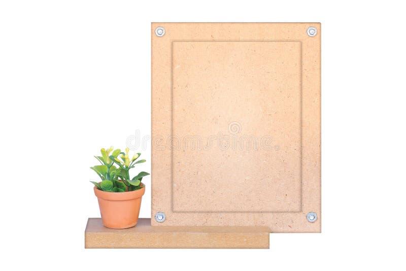 Florero y marco de madera aislados en blanco imagen de archivo libre de regalías