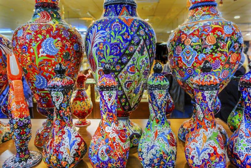 Floreros islámicos árabes antiguos Madaba Jordania de la cerámica de los diseños foto de archivo libre de regalías