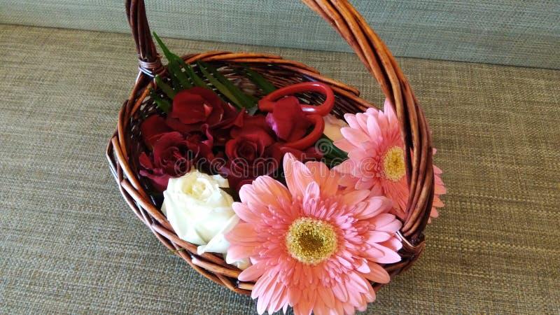 Floresça a cesta fotografia de stock royalty free